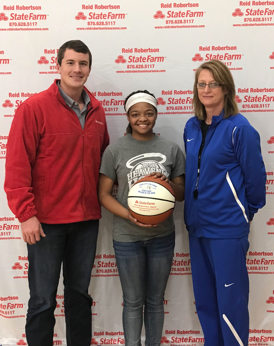 Congrats to Kyaira Jackson for being selected as State Farm Player Of The Week! Kyaira had 6 defensive deflections and 4 steals in the win at Dumas helping the Lady Dogs improve to 7-1 on the season!!